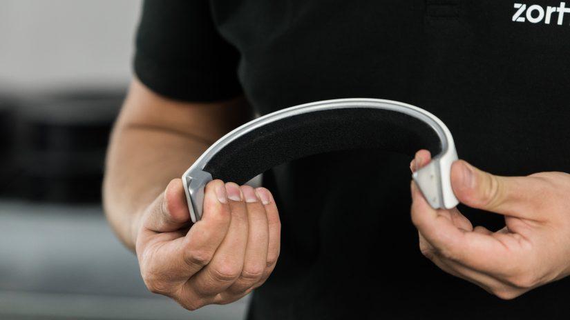 post-processing-06-assembling-headphones-17.jpg