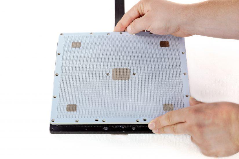 Platform-Maintenance-05-odkręcenie-płyty-perforowanejC.jpg