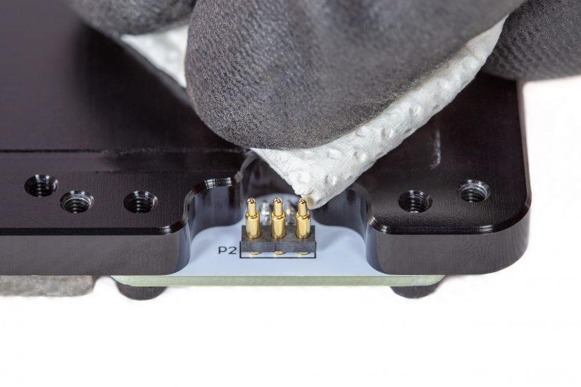 Platform-Maintenance-10-czyszczenie-pogopinów-szmatką-z-alkoholemB.jpg