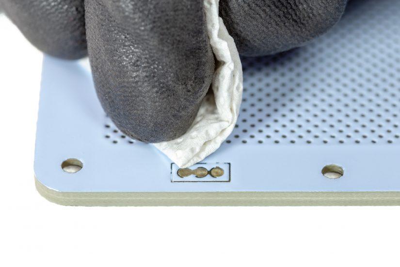 Platform-Maintenance-10-czyszczenie-pogopinów-szmatką-z-alkoholemC.jpg