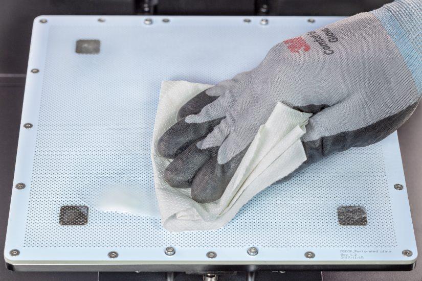 Platform-Maintenance-15-nałożenie-cienkiej-warstwy-ABS-juice-na-płytę-perforowanąC.jpg