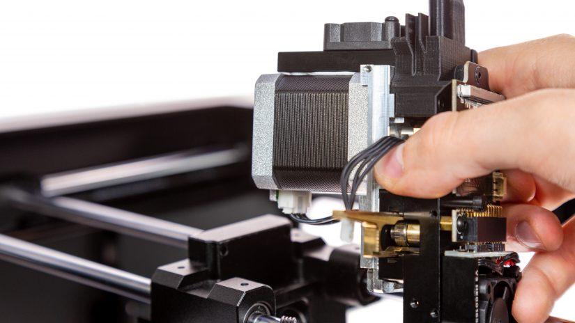Extruder-Maintenance-D-05-Odkręć-2-śruby-ekstrudera-i-wyjmij-ekstruder-z-drukarki-10.jpg