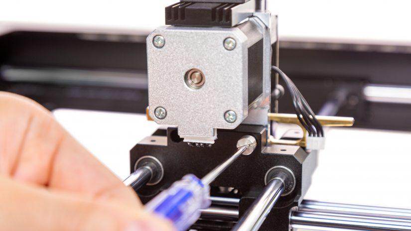 Extruder-Maintenance-D-05-Odkręć-2-śruby-ekstrudera-i-wyjmij-ekstruder-z-drukarki-4.jpg