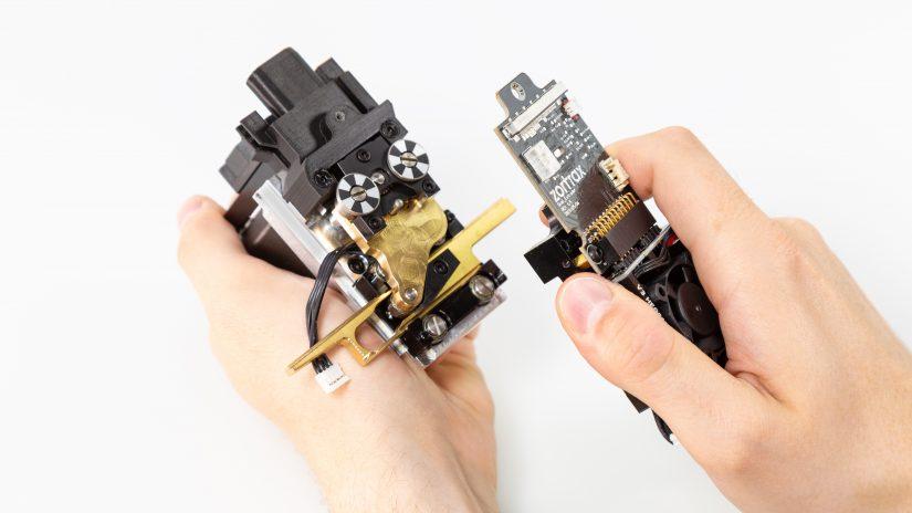 Extruder-Maintenance-D-06-Odkręć-3-śruby-pcb-i-pcb-z-modułem-out-11.jpg