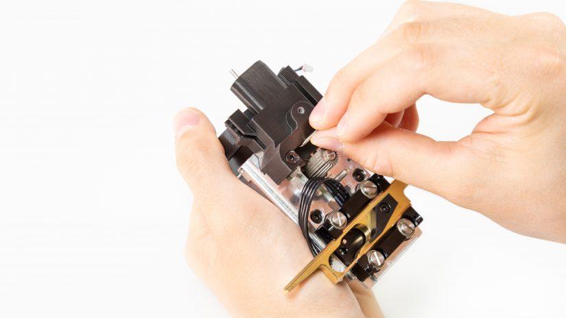 Extruder-Maintenance-D-09-Czyszczenie-kanałów-nad-zębatką-1.jpg