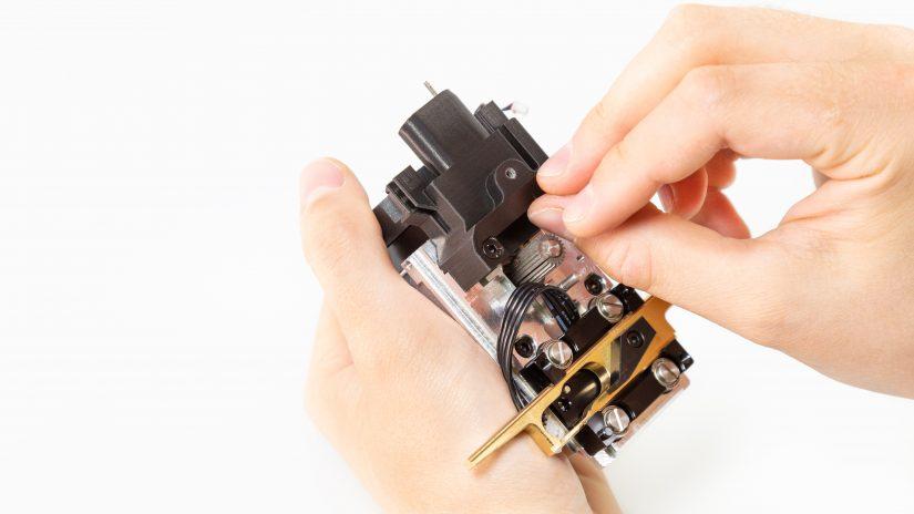 Extruder-Maintenance-D-09-Czyszczenie-kanałów-nad-zębatką-3.jpg
