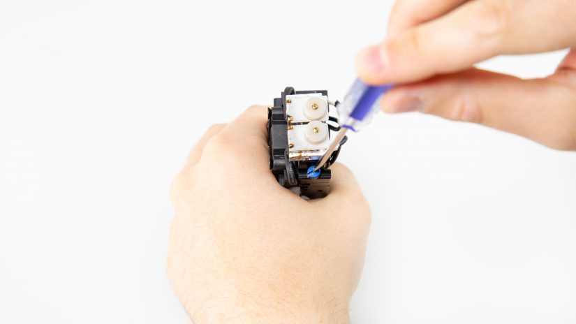 Extruder-Maintenance-D-10-Odkręć-moduł-hotenda-od-pcb-i-wyjmij-go-5.jpg