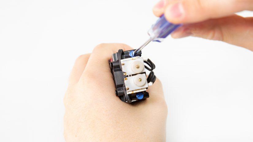 Extruder-Maintenance-D-13-Umieść-moduł-na-swoim-miejscu-i-przykręć-go-8.jpg