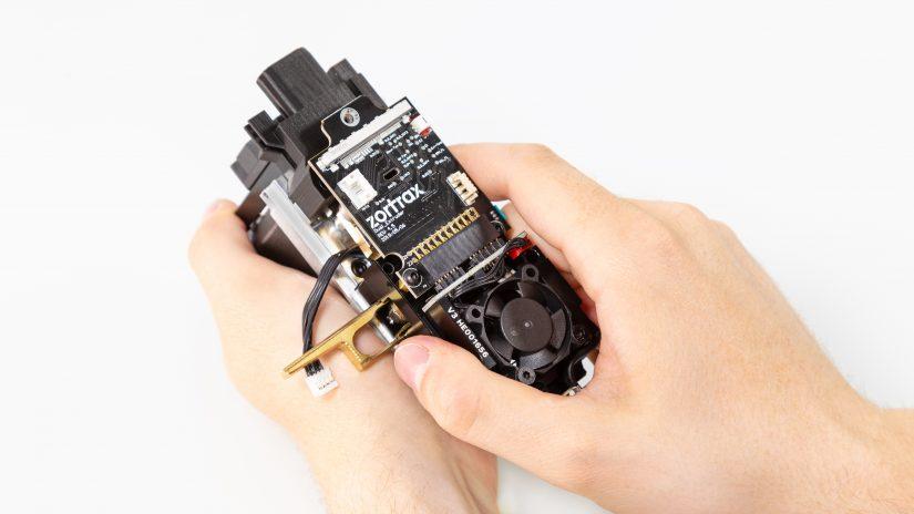 Extruder-Maintenance-D-15-Umieść-pcb-z-modułem-w-bloku-ekstrudera-i-przykręć-3.jpg