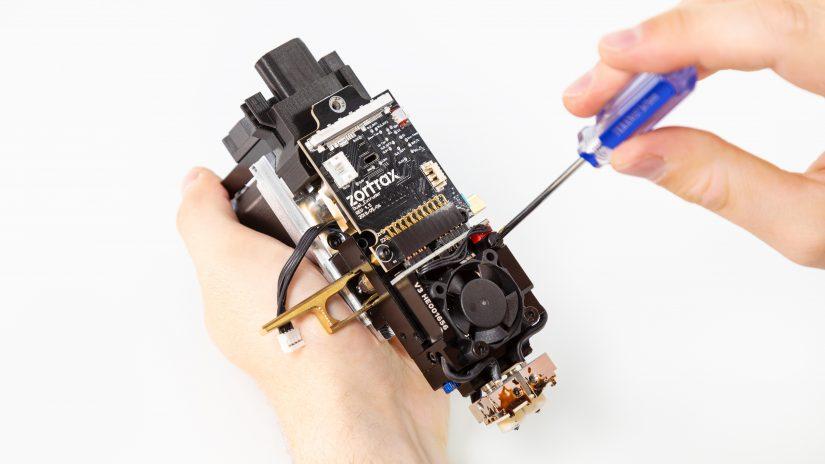 Extruder-Maintenance-D-15-Umieść-pcb-z-modułem-w-bloku-ekstrudera-i-przykręć-6.jpg