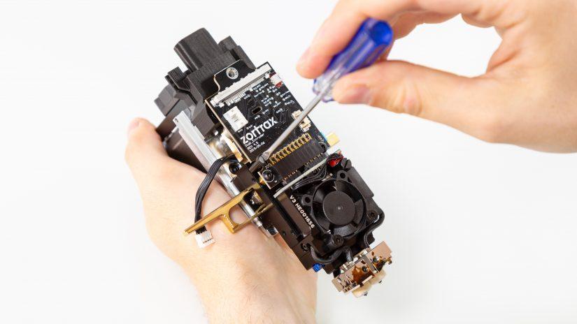 Extruder-Maintenance-D-15-Umieść-pcb-z-modułem-w-bloku-ekstrudera-i-przykręć-9.jpg