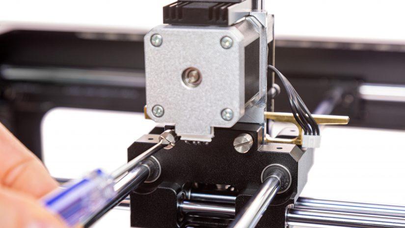 Extruder-Maintenance-D-16-Zamocuj-ekstruder-w-drukarce-i-przykręć-śruby-10.jpg
