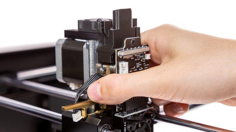 Extruder-Maintenance-D-16-Zamocuj-ekstruder-w-drukarce-i-przykręć-śruby-2.jpg