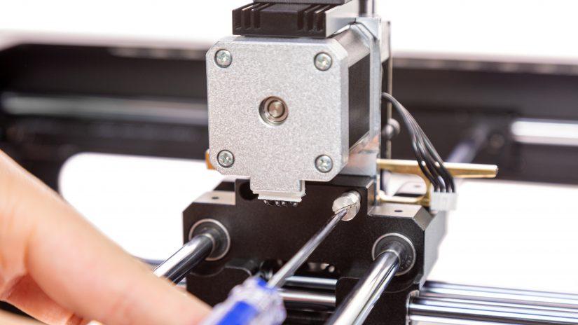 Extruder-Maintenance-D-16-Zamocuj-ekstruder-w-drukarce-i-przykręć-śruby-7.jpg