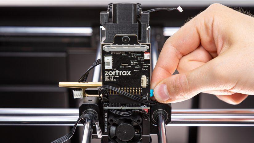 Extruder-Maintenance-D-17-Przypnij--wypięte-przewody-3.jpg