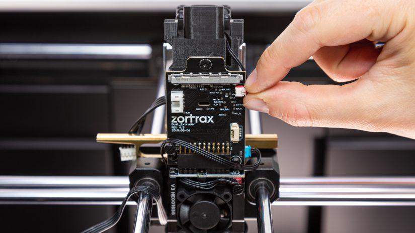 Extruder-Maintenance-D-17-Przypnij--wypięte-przewody-5.jpg